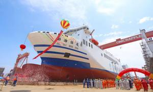 中集来福士建造的亚洲最大多用途滚装船下水