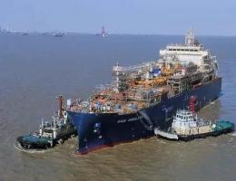全球最大LNG加注船抵达鹿特丹