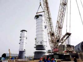 【项目建设】榆神能化乙醇精制塔第一段吊装就位