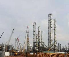 【一线快讯】盛虹炼化一体化项目22台塔器全部吊装完成